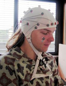EEG with 32 elektrodes. Photo Wikipedia/Electroencephalography (German version)