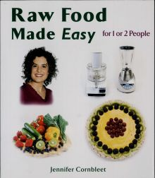 "Portada del libro ""Raw Food made easy"" de Jennifer Cronbleet, 2005."