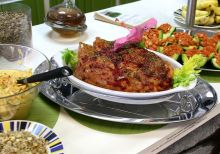 Vegan raw food alternative to traditional Thanksgiving dinner. Photo Wikipedia, NuageCafe.